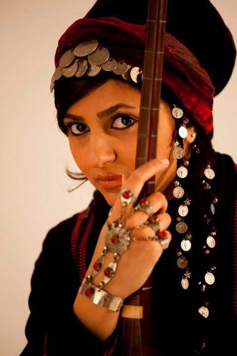 """بیوگرافی و عکس های نوازنده جوان """"یلدا عباسی"""""""