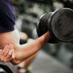 تمرین با دمبل برای تقویت عضلات سینه و بازو + عکس