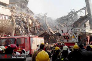 عکس و فیلم لحظه وحشتناک فرو ریختن ساختمان پلاسکو تهران