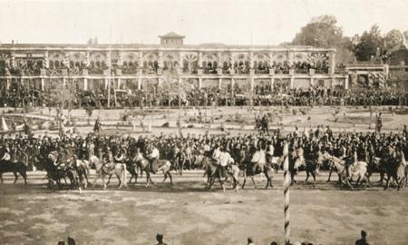 مراسم رژه سربازان در روز تاجگذاری رضاشاه پهلوی