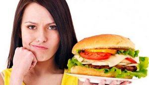 چرا چاقی در زنان بیشتر از مردان است؟