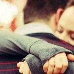آثار مثبت بغل کردن و در آغوش گرفتن همسر