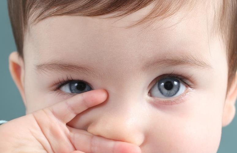 مراحل رشد بینایی کودک پس از تولد