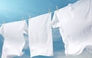روش شستشوی لباس های سفیدی که رنگ گرفته اند