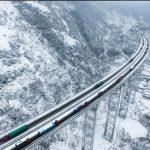 منظره زمستانی و برفی زیبـاترین بزرگراه جهان + عکس