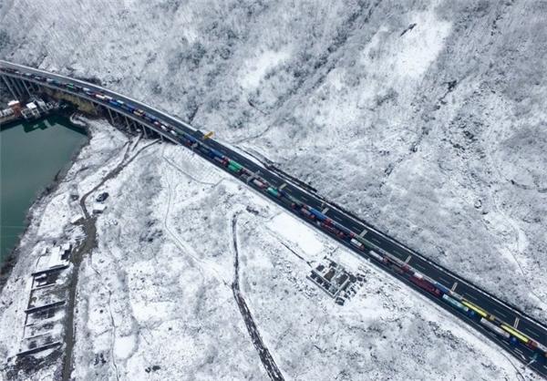 تصاویر زیباترین بزرگراه جهان در زمستان