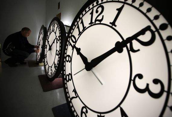 جلو کشیدن ساعت
