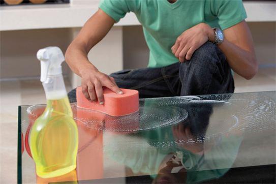 روش های از بین بردن خط و خش میز شیشه ای