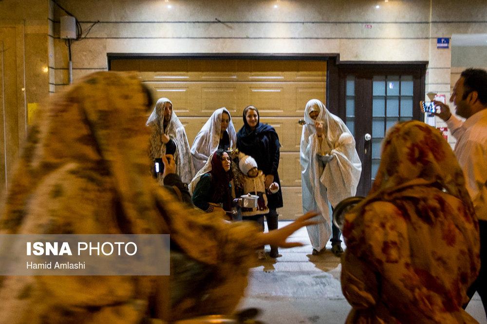 مراسم قاشق زنی در شب چهارشنبه سوری در تهران