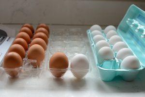 تفاوت بین تخم مرغ های قهوه ای و سفید
