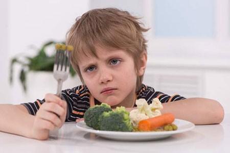 عامل اصلی بی اشتهایی و پرخوری پسران در سن نوجوانی