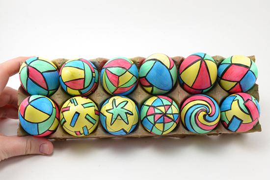 رنگ کردن تخم مرغ عید