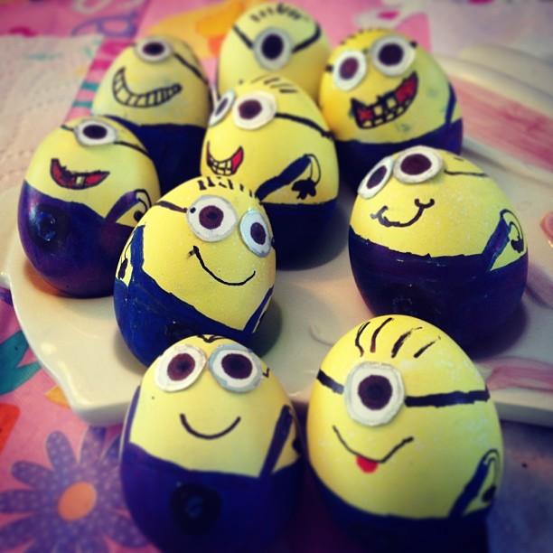 رنگ آمیزی کودکانه تخم مرغ برای عید نوروز