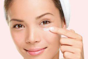 ۵ راه حل ساده برای از بین بردن پف چشم