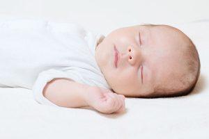 چرا پشت سر نوزادان صاف می شود؟