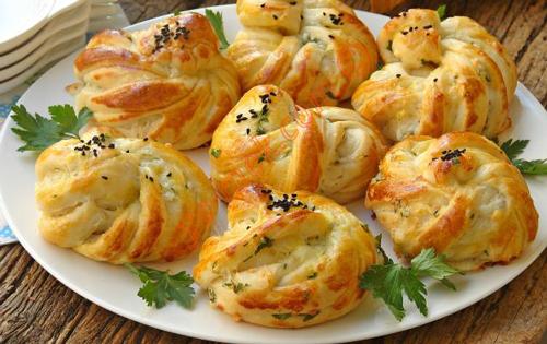 نان و پنیر و سبزی مدرن و خوشمزه