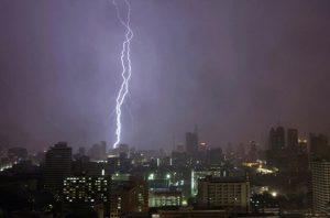 پیش بینی وزش باد شدید و رعد و برق در تهران