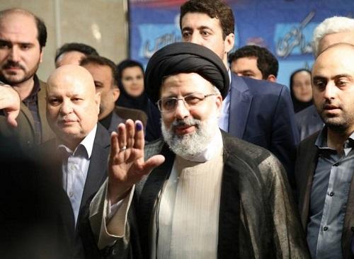 حضور شخصیت های مهم سیاسی در چهارمین روز ثبت نام انتخابات