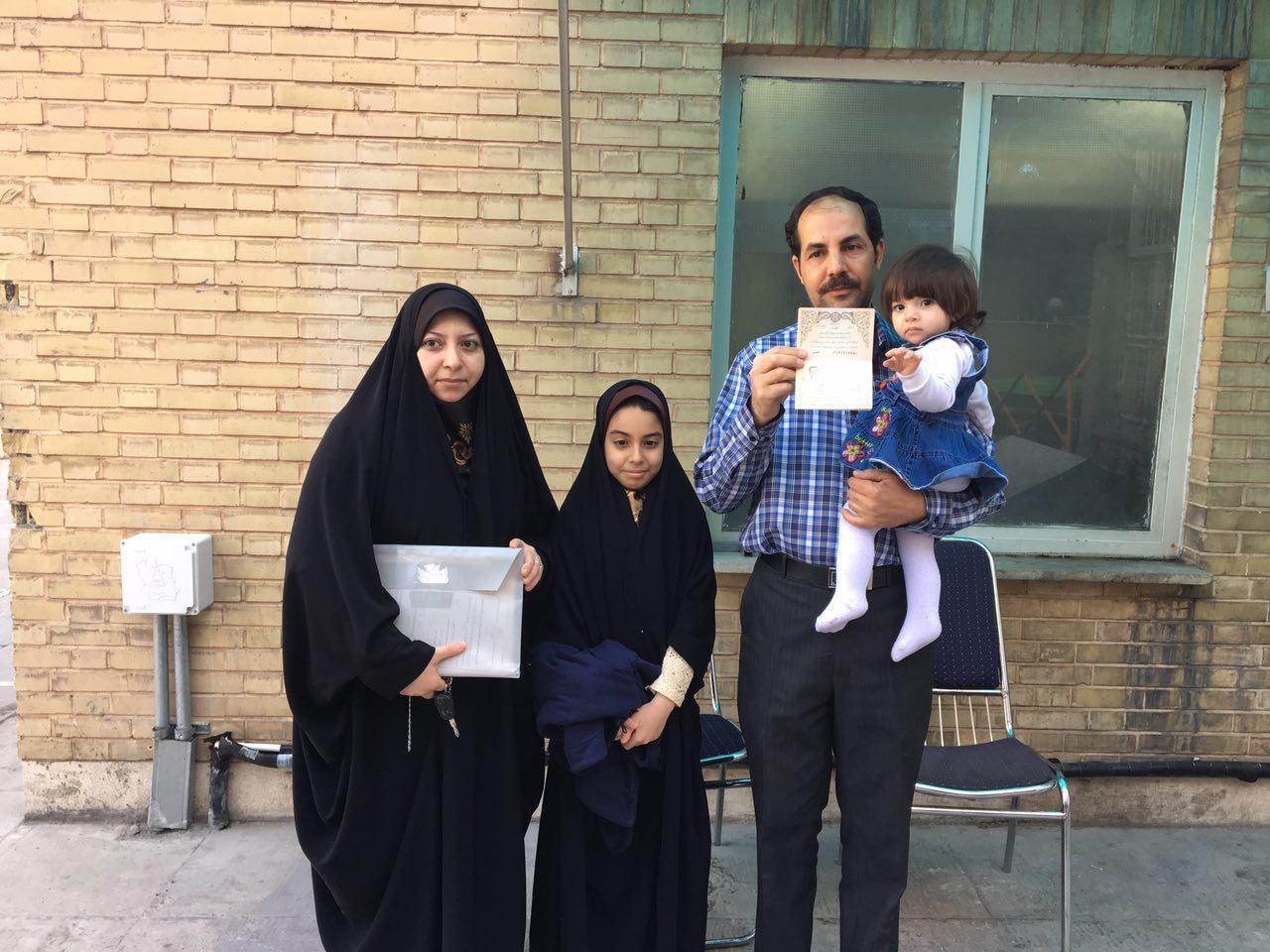 خانواده ای که امروز دسته جمعی در انتخابات ریاست جمهوری ثبت نام کردند + عکس