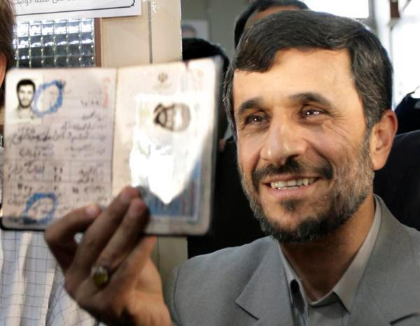احمدینژاد مثل بختک روی سیاست ایران افتاده