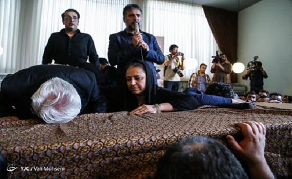 همسر عارف لرستانی در مراسم تشییع