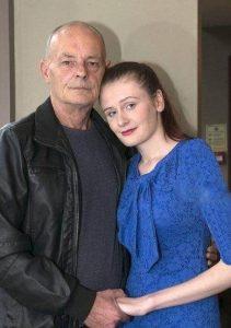 ماجرای عاشقانه و ازدواج دختر جوان با مرد ۶۰ ساله + عکس
