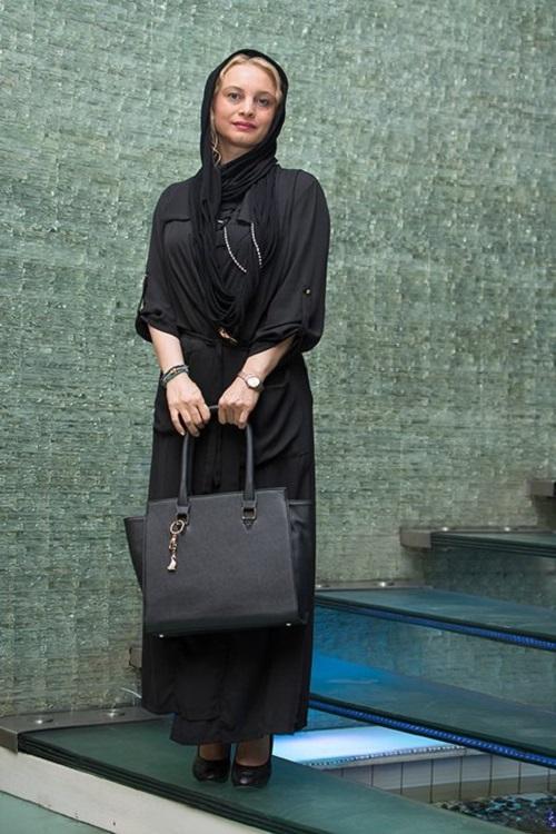 مدل مانتو مریم کاویانی در اکران خصوصی «امتحان نهایی»