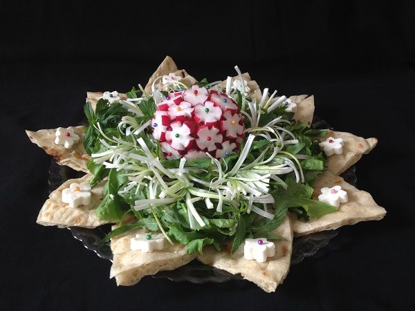 تزیین زیبا نان و پنیر و سبزی