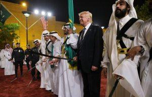 رقص ترامپ با پادشاه عربستان + عکس