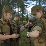 عکس/دختران جذاب ارتش نروژ در حال تمرین نظامی