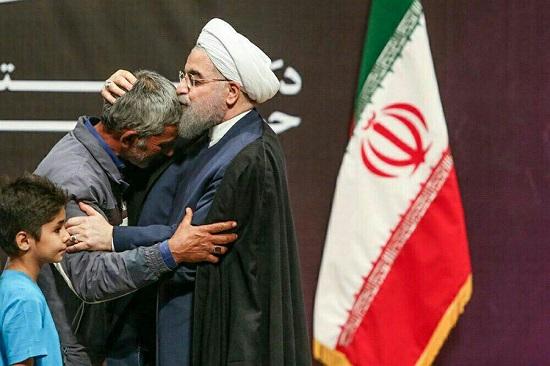 بوسه رئیس جمهور بر پیشانی میرزا آقا