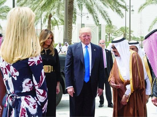 پوشش ملانیا و ایوانکا ترامپ در سفر به عربستان