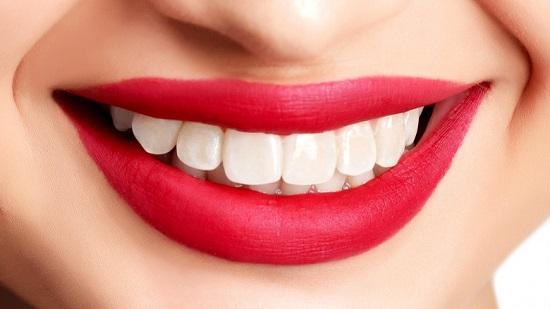 با این مواد غذایی دندان های خود را سفید کنیم