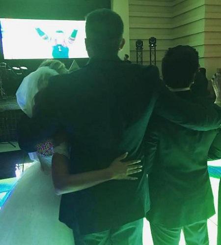 احمدرضا عابدزاده در کنار دختر و دامادش