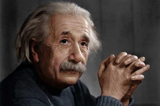 ۱۵ نقل قول معروف اینشتین در مورد ذهن