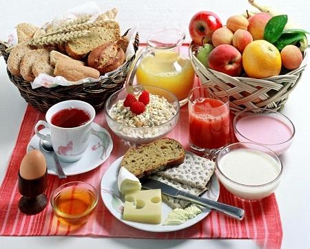 4 خاصیت شگفت انگیز و فوق العاده صبحانه خوردن