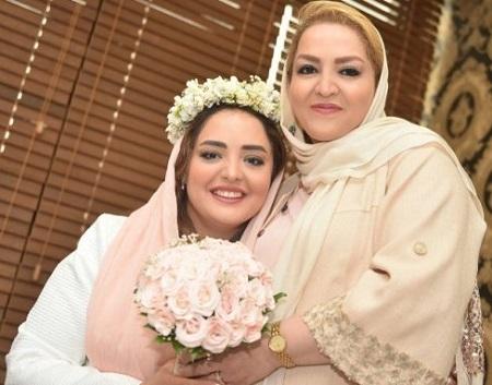 نرگس محمدی و مادرش در مراسم عقد