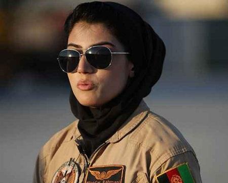 عکس های زیباترین خلبان زن دنیا