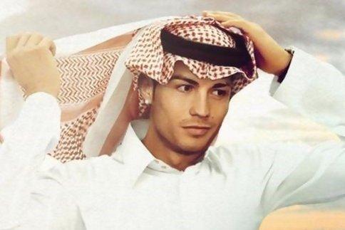 رونالدو با لباس محلی اعراب برای ماه رمضان
