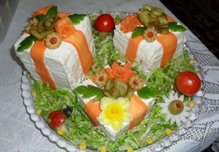 تزیین سالاد الویه به صورت کیک