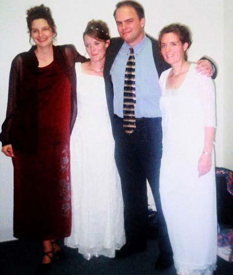 مردی که همزمان با دوخواهر دوقلو و خاله آنها ازدواج کرد!+عکس