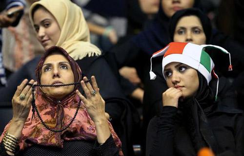 ممنوعیت ورود زنان به ورزشگاه ها