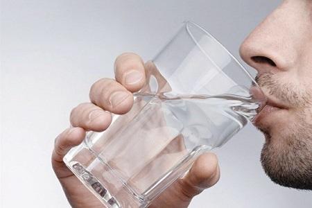 درمان یبوست با یک لیوان آب ولرم