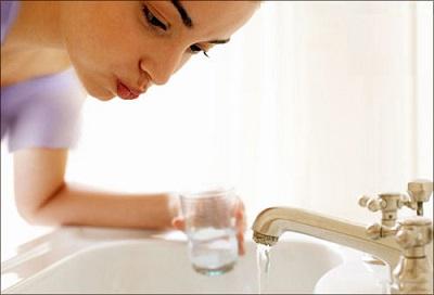 آیا غرغره کردن آب روزه را باطل می کند؟