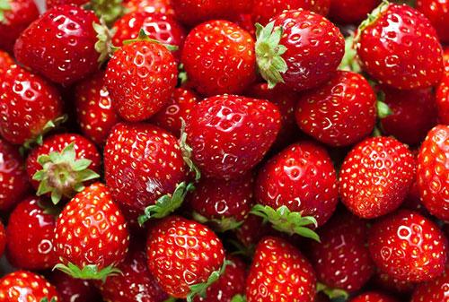 خواص بی نظیر توت فرنگی برای درمان دیابت، فشار خون و سرما خوردگی