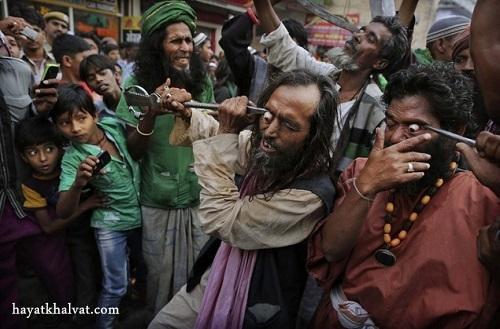 hayatkhalvat.com در آوردن چشم در هند 1 - مراسم ترسناک و عجیب در آوردن چشم در هند (تصاویر ۱۸+)
