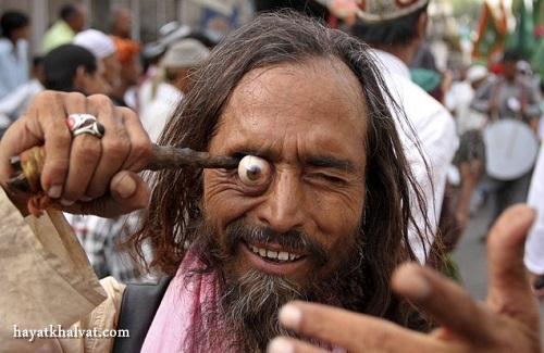 hayatkhalvat.com در آوردن چشم در هند 3 - مراسم ترسناک و عجیب در آوردن چشم در هند (تصاویر ۱۸+)