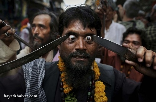 hayatkhalvat.com در آوردن چشم در هند 4 - مراسم ترسناک و عجیب در آوردن چشم در هند (تصاویر ۱۸+)
