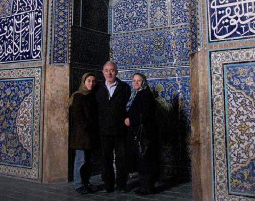 مریم میرزاخانی در کنار پدر و مادرش در اصفهان