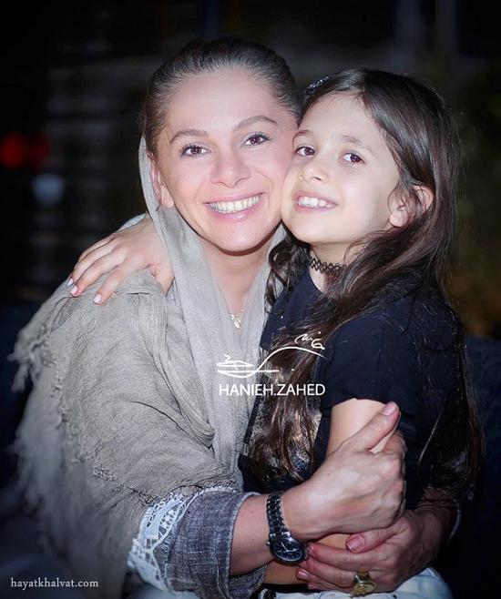 عکس جدید مستانه مهاجر و دخترش